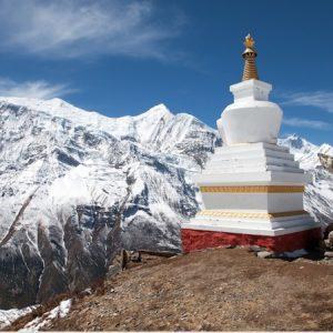 Annapurna-Range-with-stupa-
